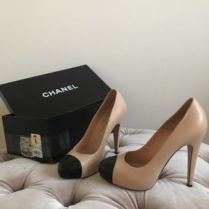 Chanel Pumps Leather beige and black CC toe